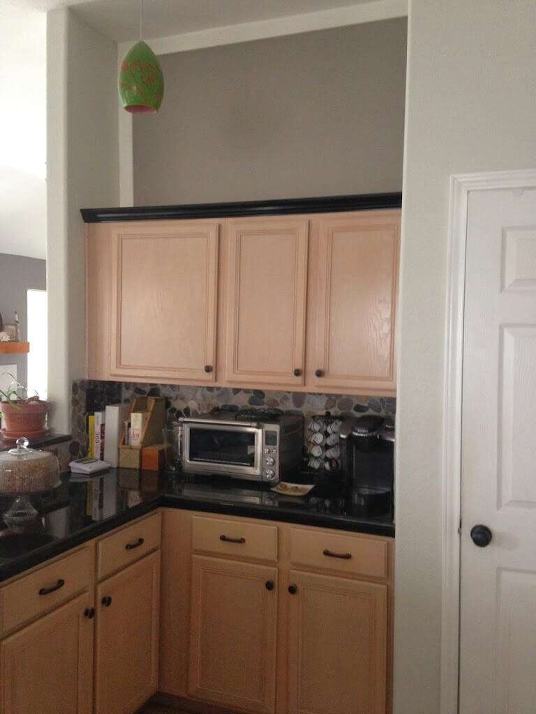 color of kitchen cabinet what color to paint kitchen with pickled oak cabinets 13691